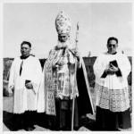 Obispo Guido Beck de Ramberga junto a Pascual Alcapang y Antonio Cheuque, presbíteros de origen mapuche