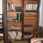Mueble de madera, contiene documentación administrativa y algunos Libros de Actas.