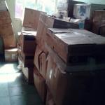 Cajas de documentos en espera de ser inventariados. Inicio del proyecto.