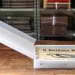 Documentos encadernados fragilizados depois do tratamento de preservação