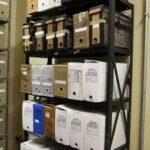 Documentos avulsos acondicionados em caixas poliondas antes do tratamento de preservação