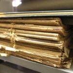 Documentos encadernados fragilizados antes do tratamento de preservação